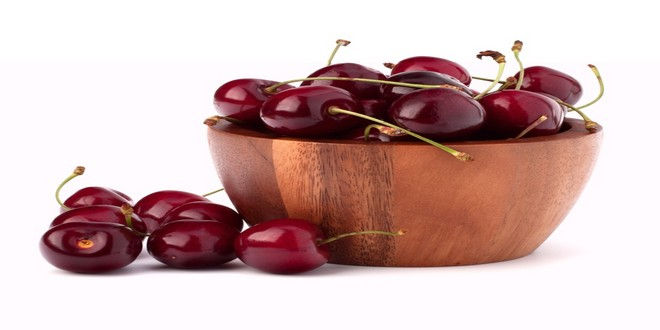 Wiki Juices - Wooden cup with cherries
