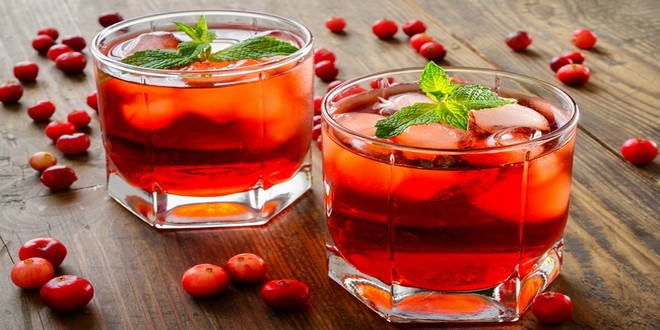 Wiki Juices - Cranberry cocktail with Ice and Mint