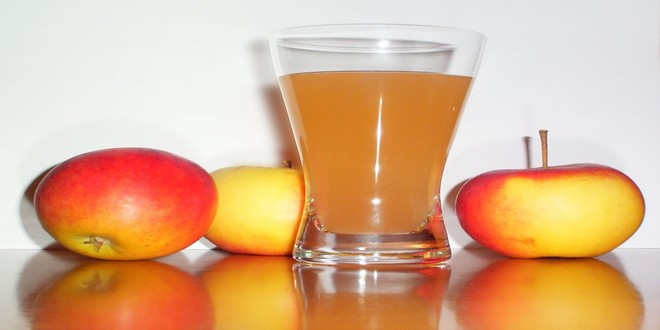 Wiki Juices - Apple juice with apples
