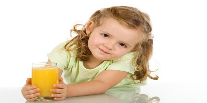 Wiki Juices - Girl dinking orange juice