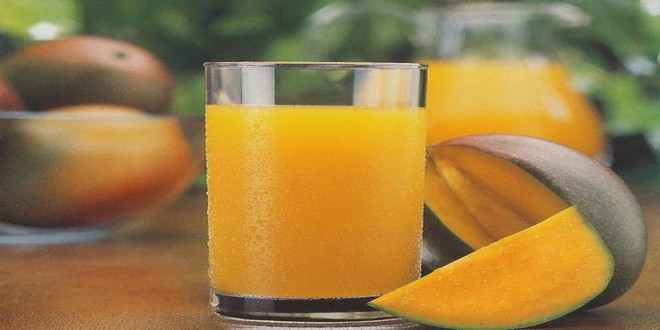 Wiki Juices - Glass with mango juice