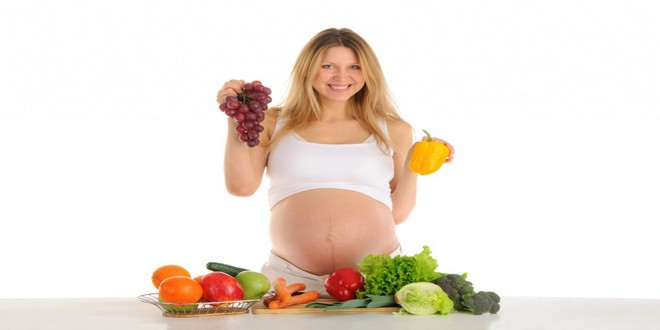 Wiki Juices - Pregnant woman with fruits and vegetables
