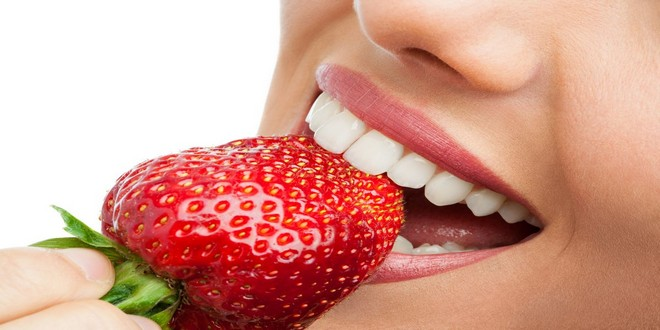 Wiki Juices - Strawberry and beautiful teeth