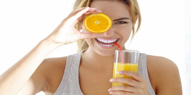 Wiki Juices - Woman drinking orange juice