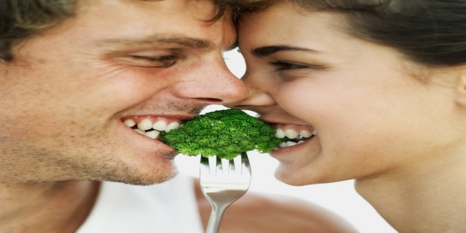 Wiki Juices - Broccoli young couple