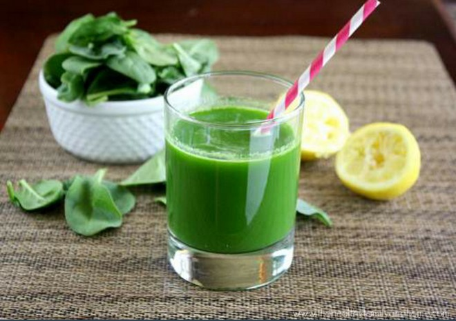 Wiki Juices - Spinach Juice and Lemons